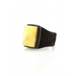 """Spectacular Signet Ring from the skin with a rectangular insert made of natural Baltic amber, honey-colored """"Nefertiti"""""""