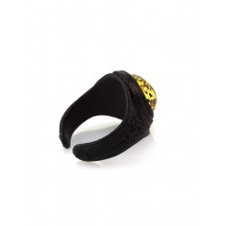 Stylish ring of the skin with a round insert from natural sparkling Baltic amber