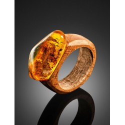 "Ring ""Indonesia"" walnut wood and natural amber"