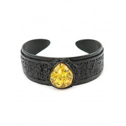 Bracelet made of genuine leather with a large amber