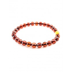 "Bracelet made of solid cherry-colored amber ""Caramel diamond face"""