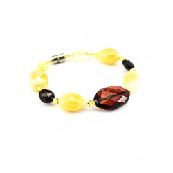 "Amber bracelet ""Diamond Line"" on the line"
