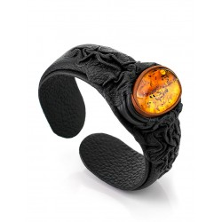 "Black leather bracelet ""Nefertiti"", decorated with an insert made of amber"