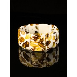 """Bracelet """"Dalmatian"""" white with inserts from whole pieces of amber"""
