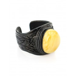 Ring-ring made of leather with an oval inset of honey amber