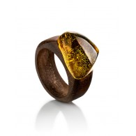 "Ring in the ethnic style of wood amazaku with an insert made of solid amber ""Indonesia"""