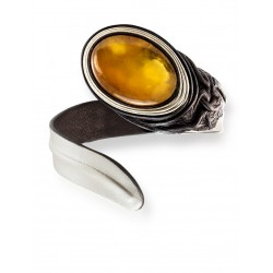 """Contrasting bracelet made of genuine leather with an insert made of honey amber """"Snake"""""""