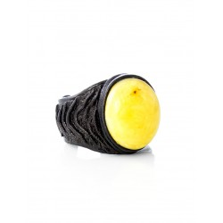 """The large ring-ring of the skin with oval insert amber """"Nefertiti"""""""