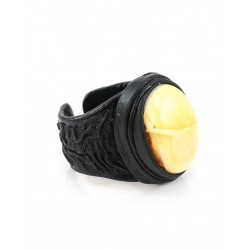 """The large ring-ring made of natural leather with oval insert light amber honey """"Nefertiti"""""""