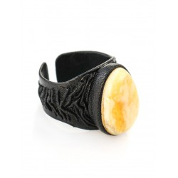 Original large ring-ring made of natural leather with an insert from infinity amber