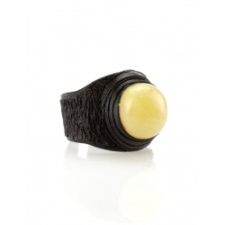"""Stylish ring made of genuine leather with a rubber insert from the Baltic amber honey """"Nefertiti"""""""