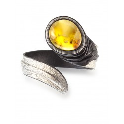 """Bright leather bracelet with an insert made of natural Baltic amber """"Snake"""""""