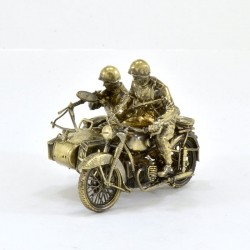 Scale model of the Russian M-72 Motorcycle with Crew and DP Machine Gun (1:35), bronze