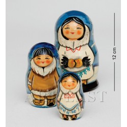 """Folk Costume"" Set of 3 Miniature Nesting Dolls E"