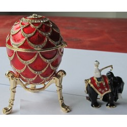 Egg with elephant inside red 8,5 cm
