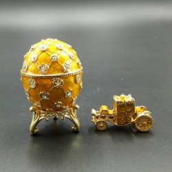 Egg with carriage yellow 6.2 cm